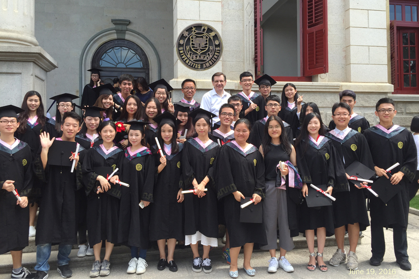 former students as they graduated from Xiamen University